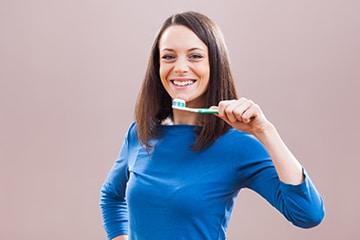 El cepillado dental - La mejor forma de cuidar tus implantes.