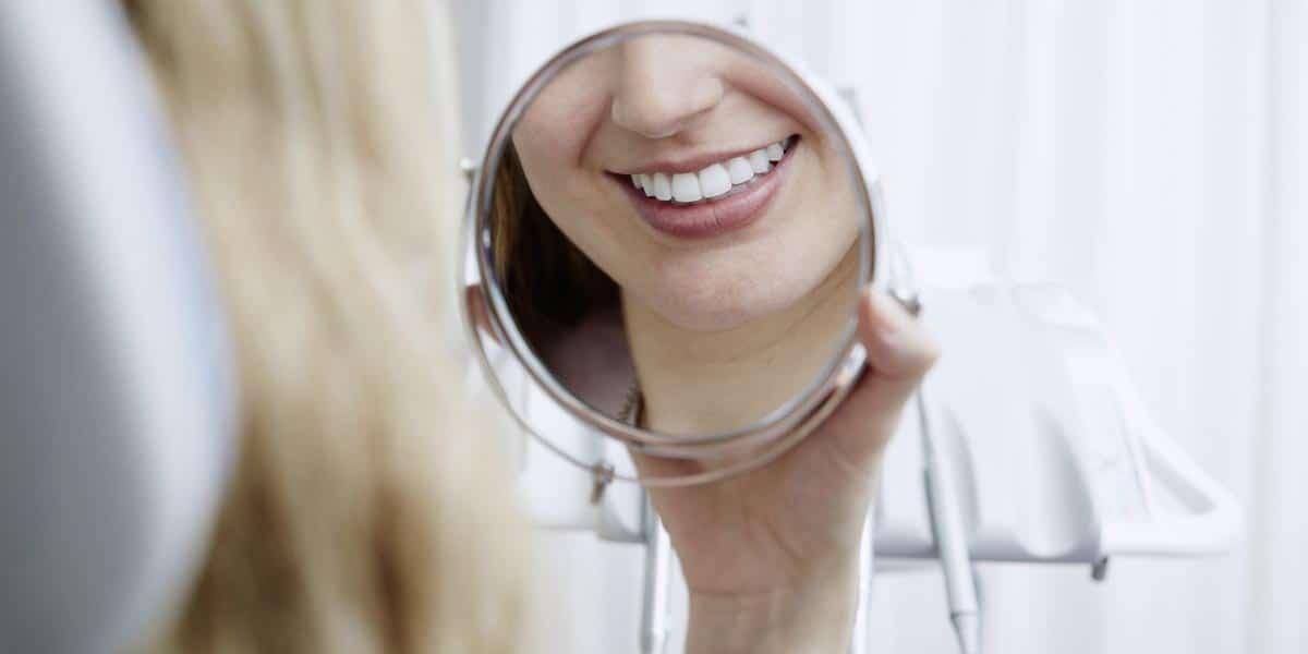 Ventajas de las carillas de porcelana - ¿Por qué es importante acudir a un odontólogo especializado en estética dental?
