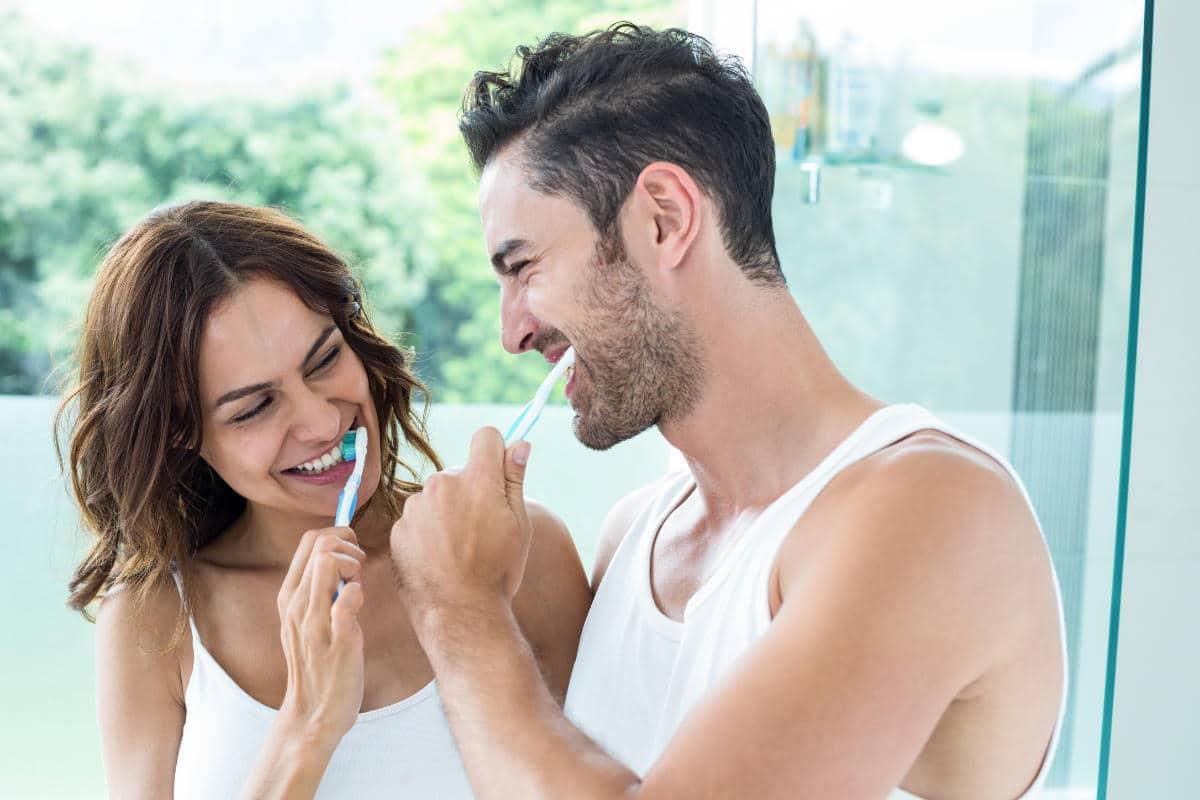 Cuidado de los implantes dentales para alargar su vida útil.