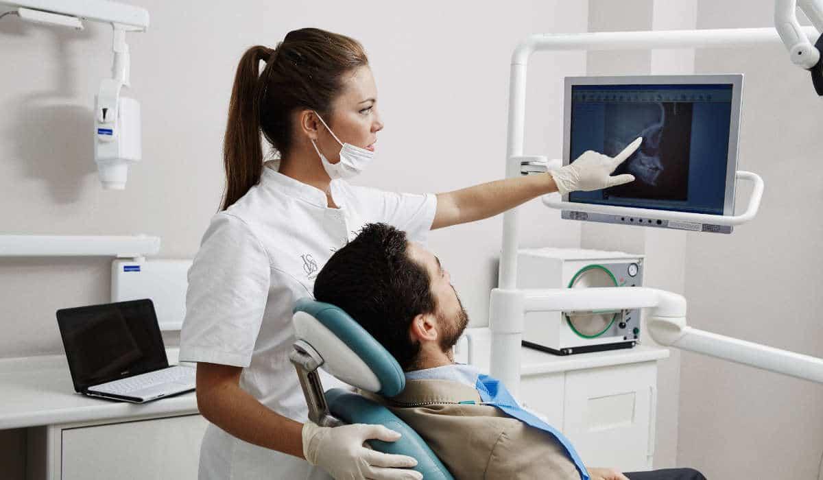 Es recomendable acordar con tu dentista una señal para indicarle que sientes dolor o mied