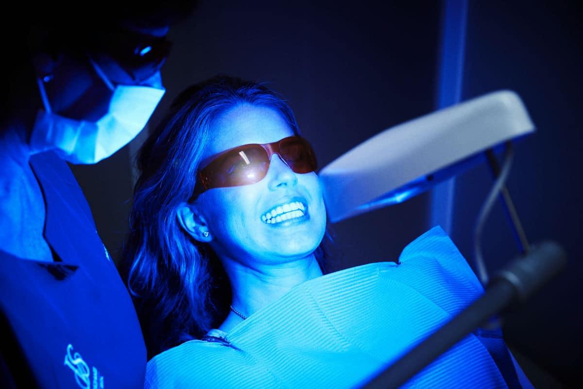 Qué son los implantes dentales