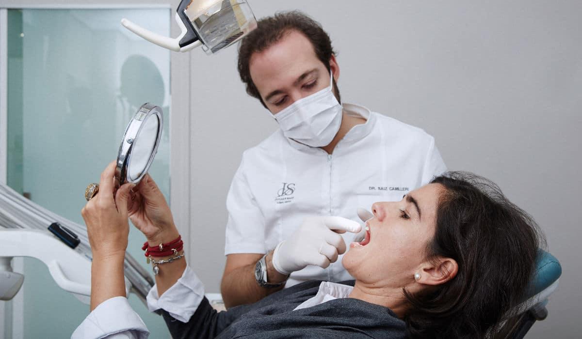 Aspectos que tu implantólogo valora en las revisiones