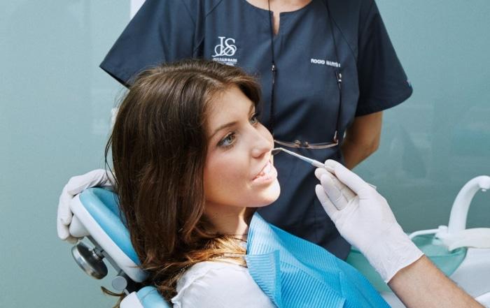La importancia de acudir a tu implantólogo | Clínica Dental Julián Saiz