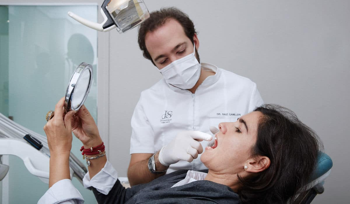 Ante el más mínimo síntoma de encías inflamadas, acude a tu dentista de confianza