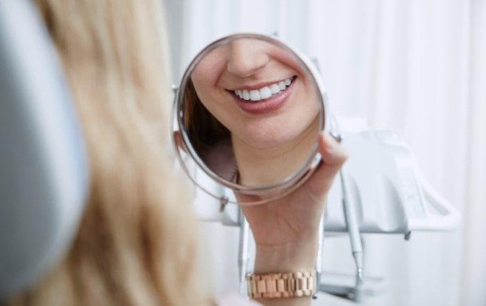 Estética dental: ¿qué es y cómo puede ayudarte a mejorar tu sonrisa?
