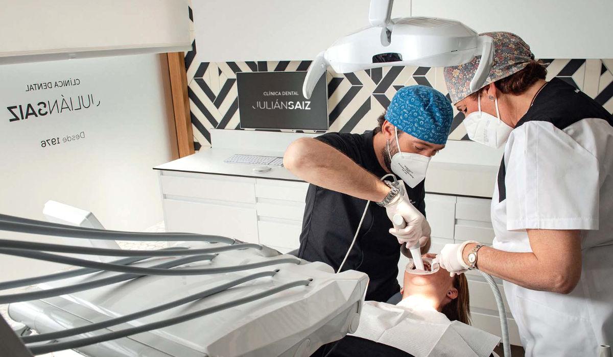 Ponte en manos de profesionales especializados | Clínica Dental Julián Saiz