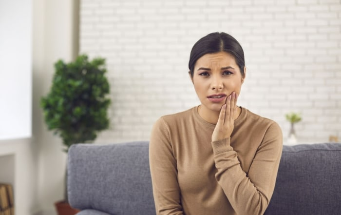 Una fractura dental puede producirse al recibir un golpe en la boca o al sufrir cualquier tipo de abrasión oral. Descubre aquí cómo actuar.